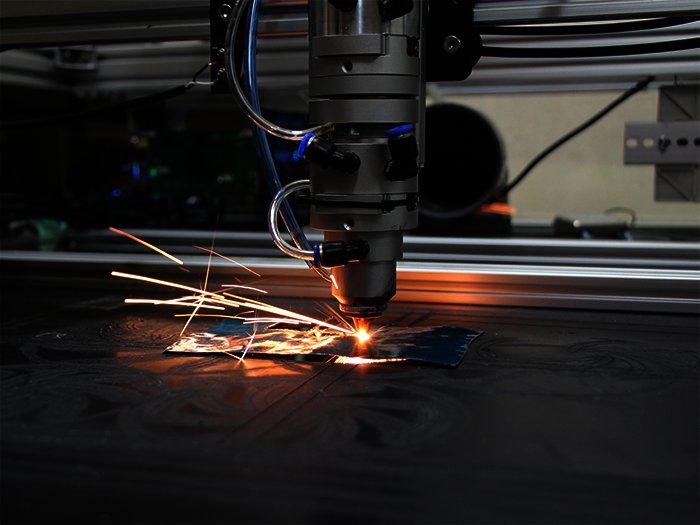 開発現場レポ2 ~100Wレーザーで金属加工~ | 開発現場レポ