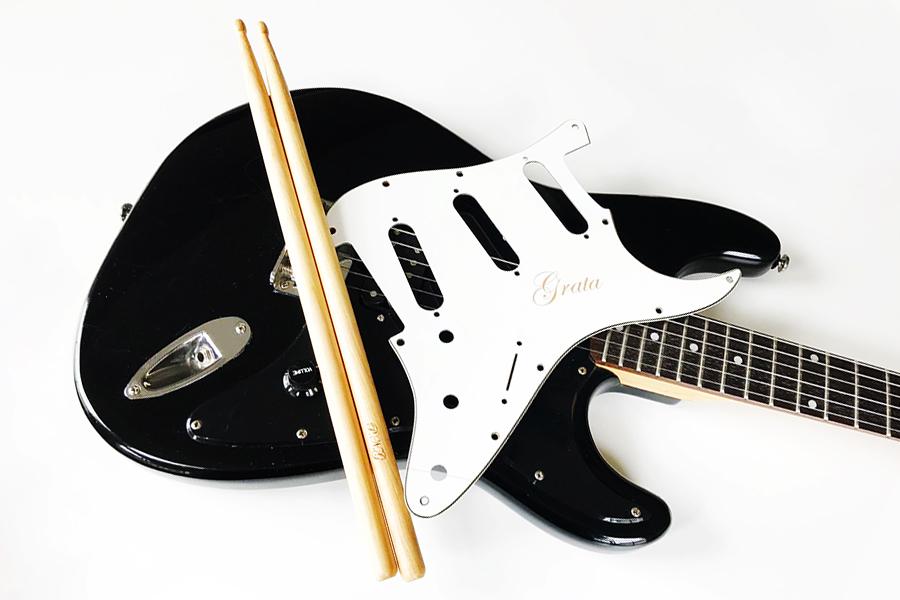 レーザーカッターでギターへ刻印