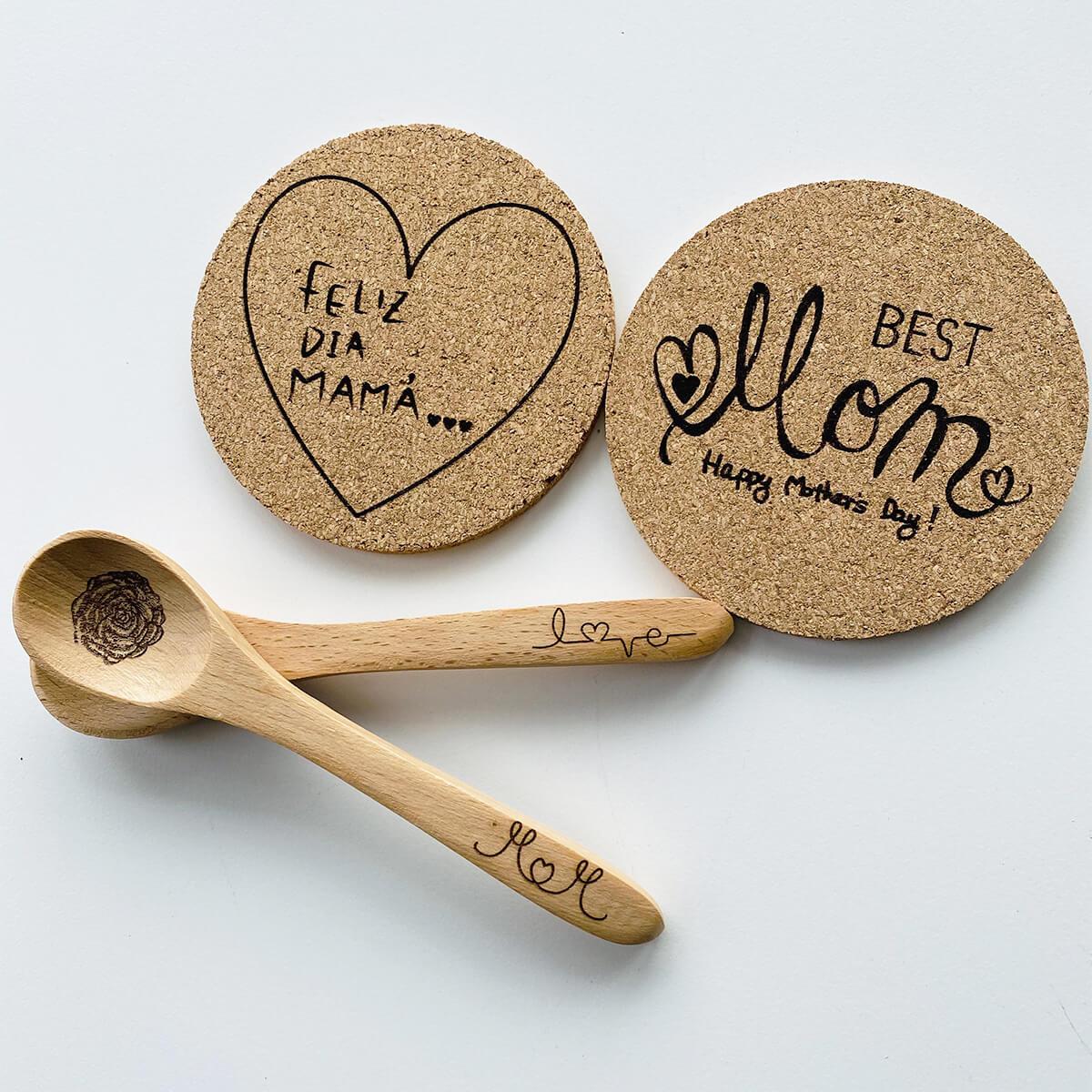 木製スプーンとコルクコースター