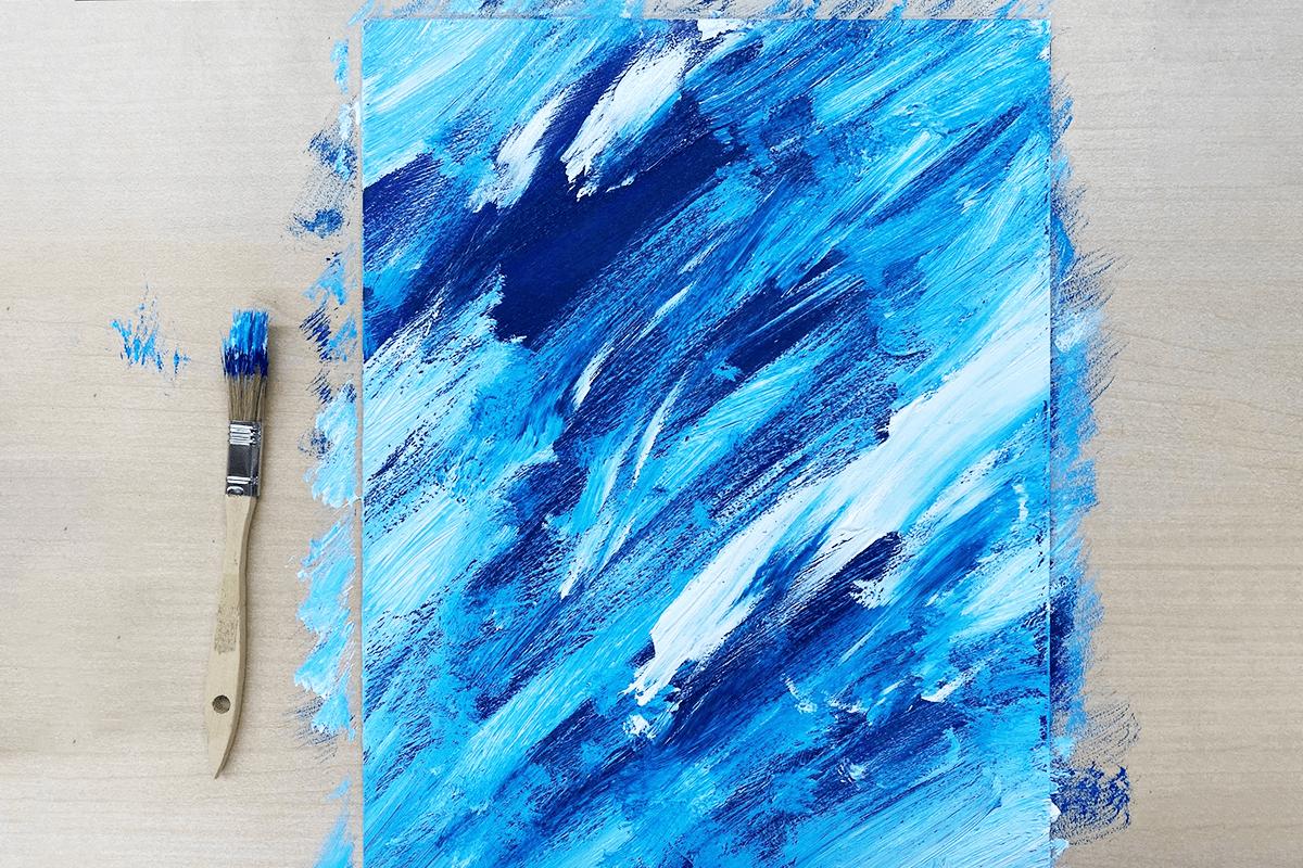 濃い青、明るめの青、白を塗りました