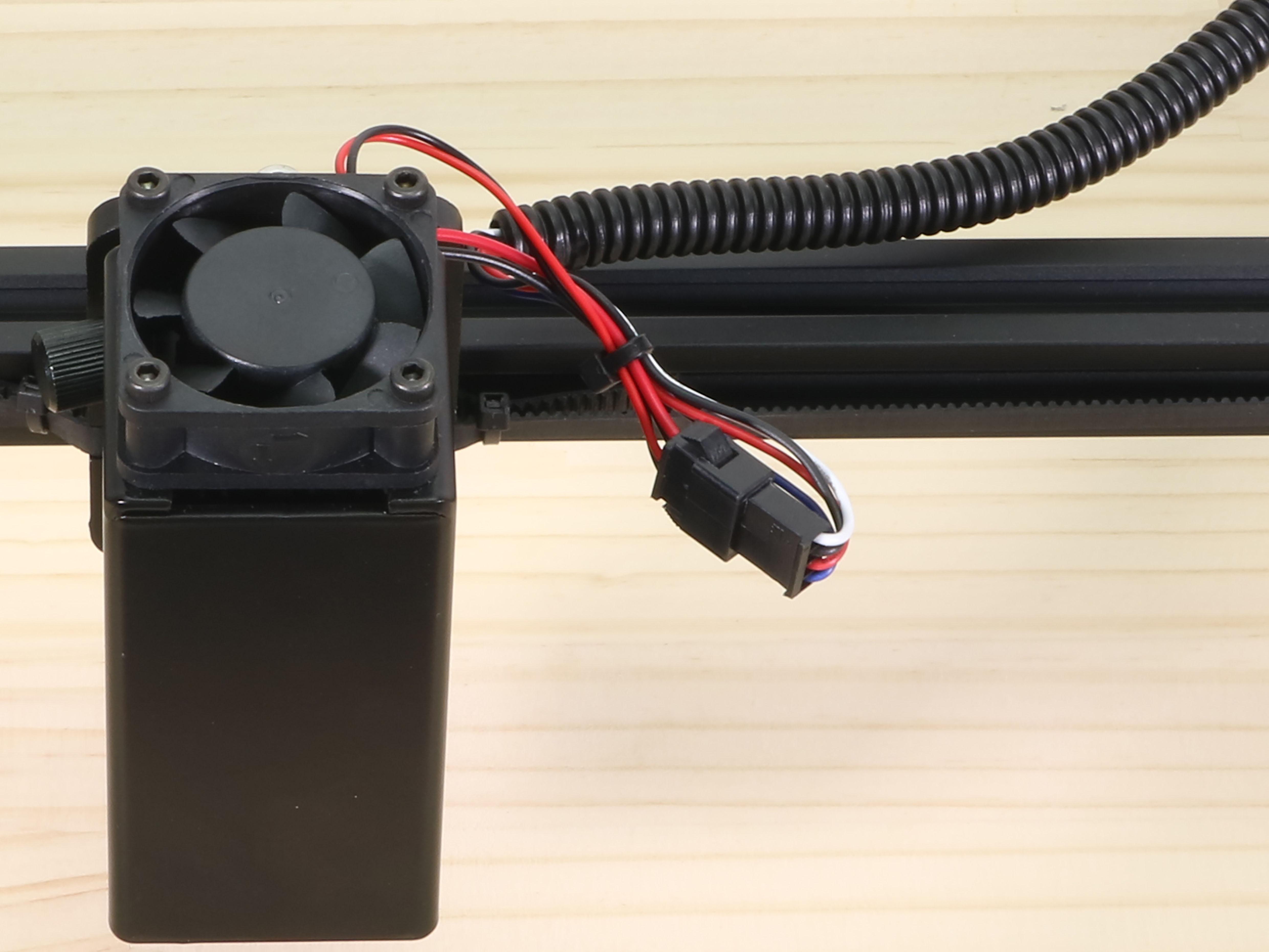 Laserケーブルとレーザーユニット接続